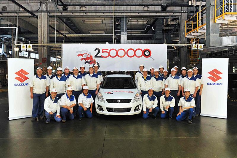 2.5-millionth car rolls off Magyar Suzuki's production line (L)