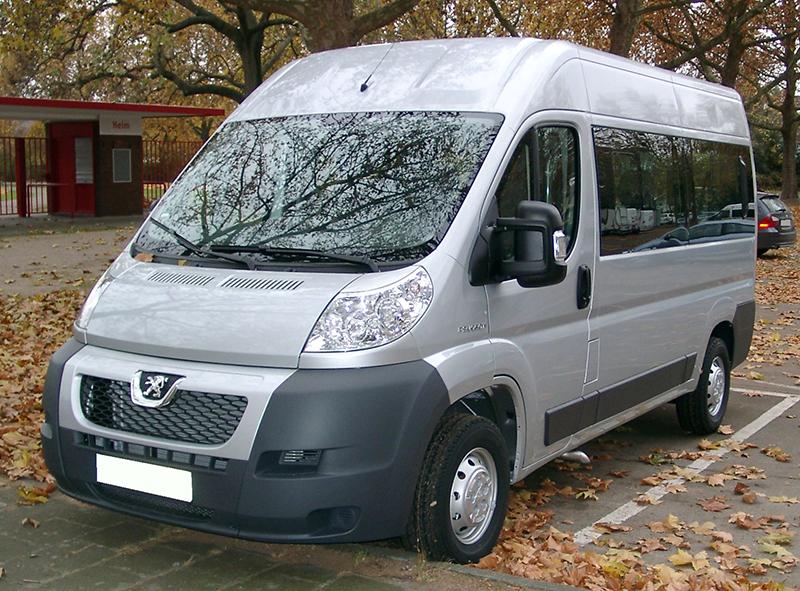Peugeot_Boxer_front_20071108