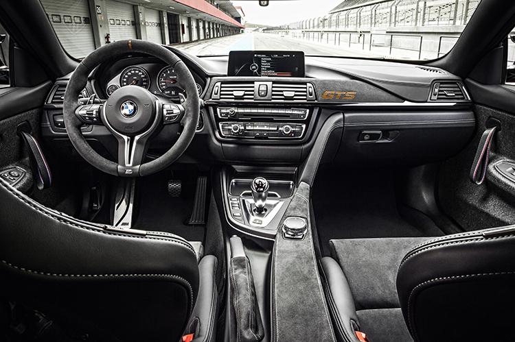 Салон BMW M4 GTS