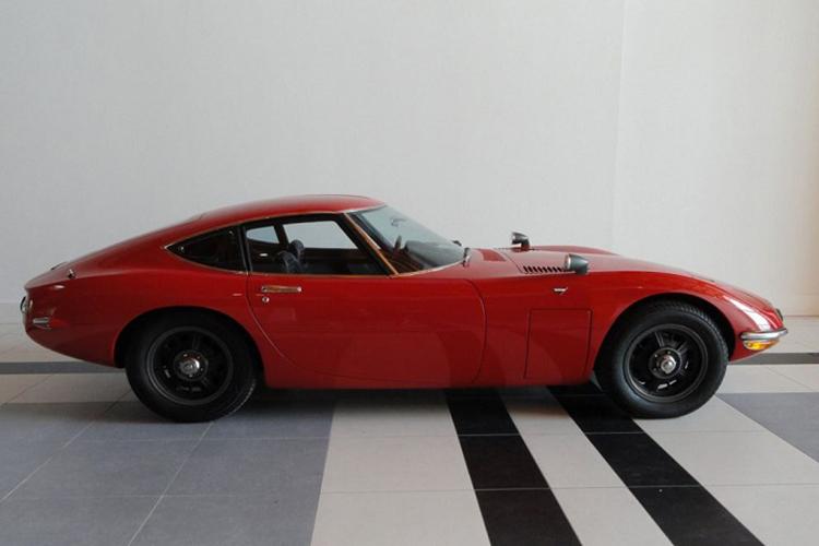 1967-Toyota-GT-Side