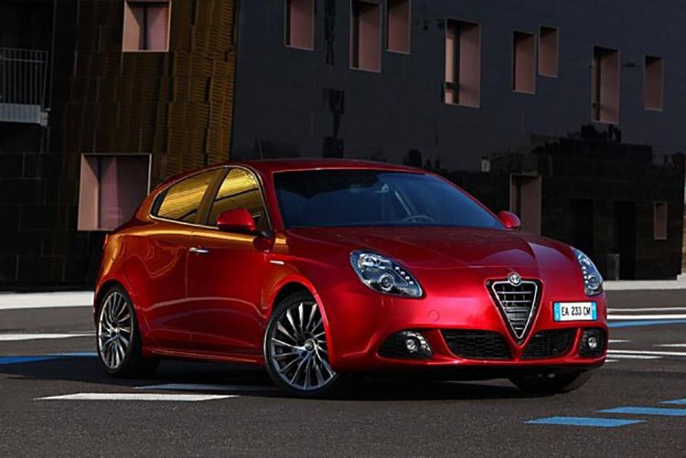 Alfa_Romeo_Giulietta_1451548578_n