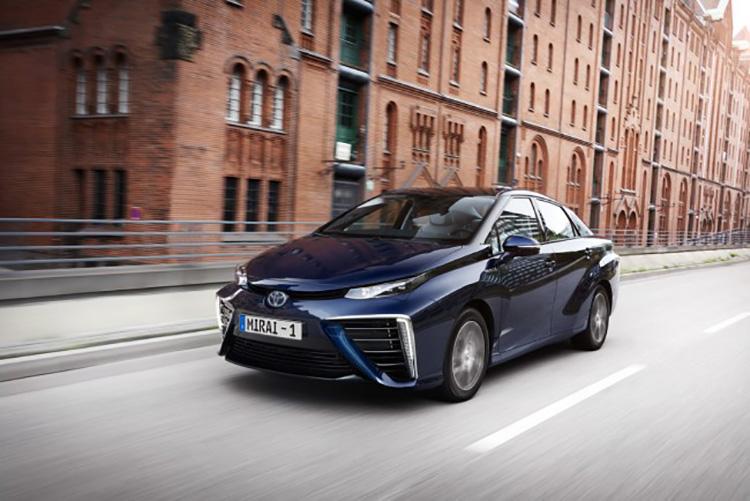 Серийный автомобиль на водороде Toyota Mirai