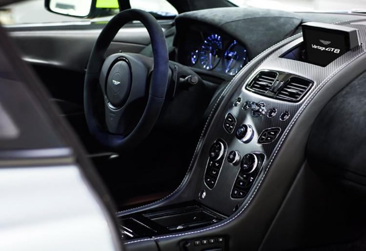 Aston_Martin_Vantage_GT8_1460728093468