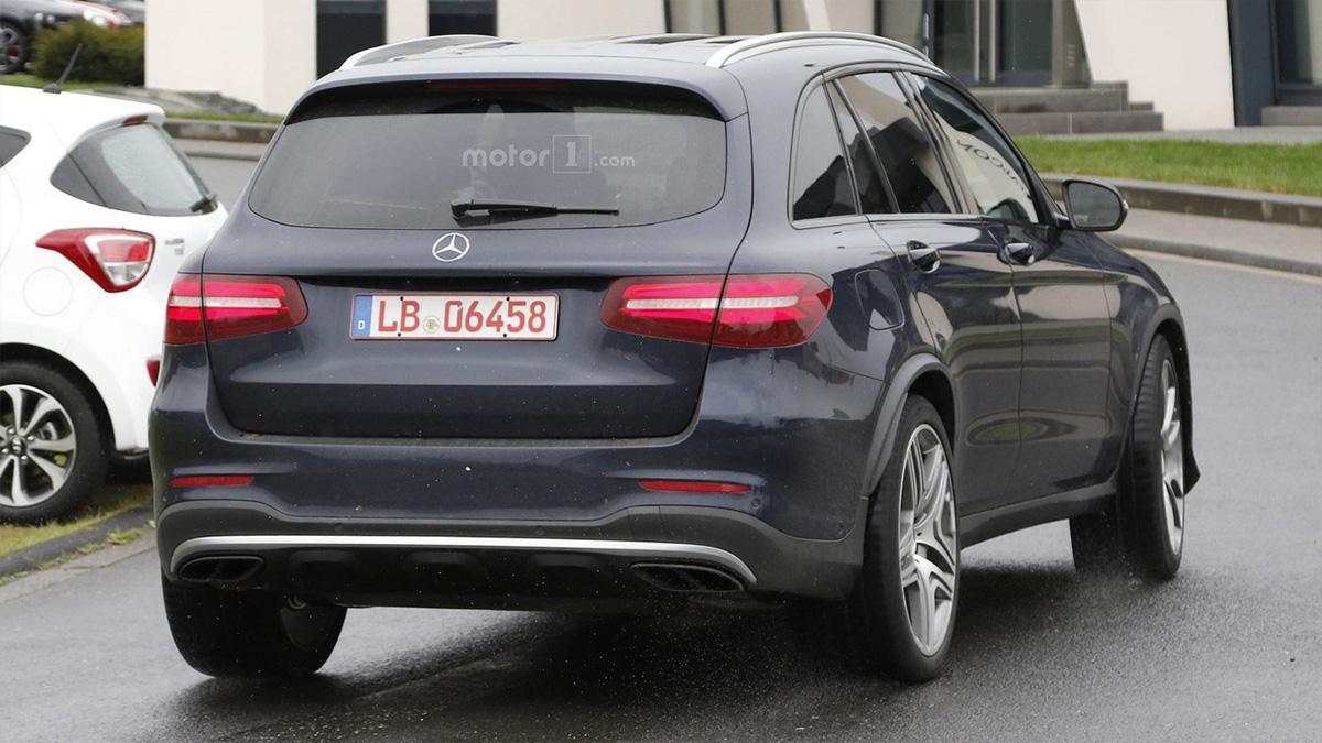 Mercedes-AMG-GLC-63-12-05-2016