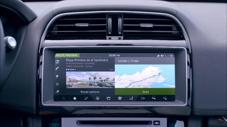 Медиасистема InControl Touch Pro с 10.2-дюймовым экраном знакома по Range Rouer Evoque Convertible. Она логична и интуитивна, но не всегда реагирует на короткое нажатие. На экран можно вывести работу силового агрегата (например, динамическое распределение момента между осями). Есть здесь закладка системы All Surface Progress Control, помогающей стартовать на покрытии со слабым сцеплением и совмещающей работу внедорожного круиз-контроля (скорость 3.6-30 км/ч) и ассистента спуска с горы.