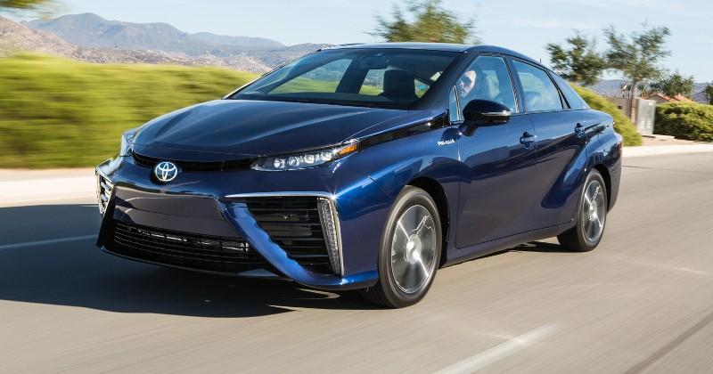 …и не отличаться от обычных машин (Toyota Mirai — первый  серийный автомобиль на водородном топливе)