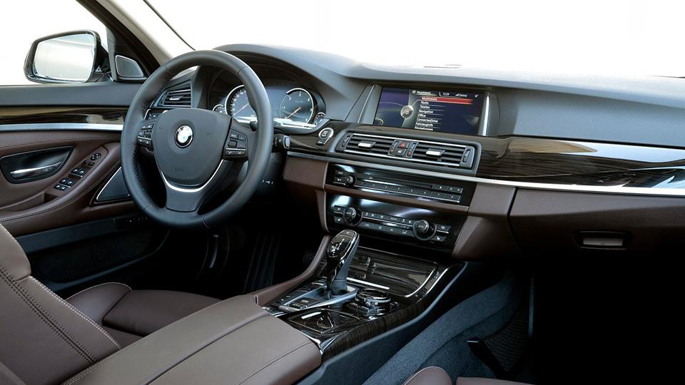 Интерьер нынешней BMW 5 Series