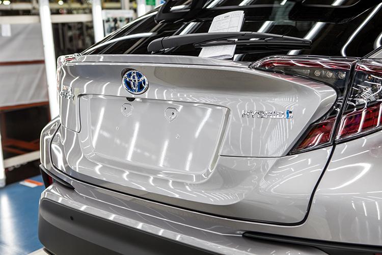 Производитель автомобилей Тойота запустил производство кроссовера C-HR вТурции