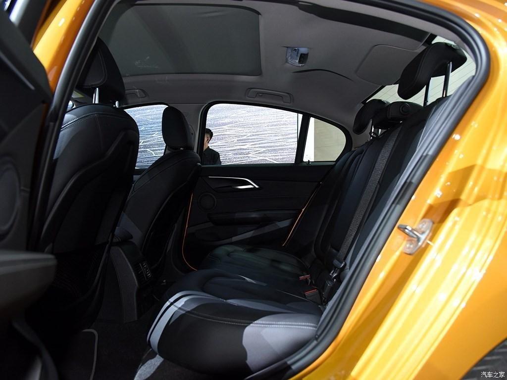 bmw-1-series-sedan-16-12-2016 (7)