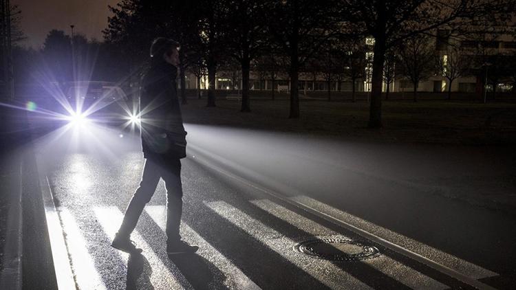 digital-light-mercedes-benz-9