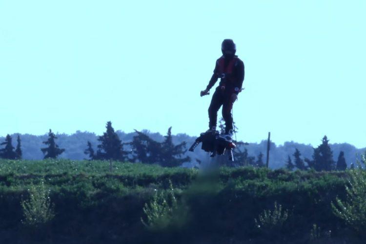 ВоФранции изобретатель реактивного ховерборда неможет летать наних