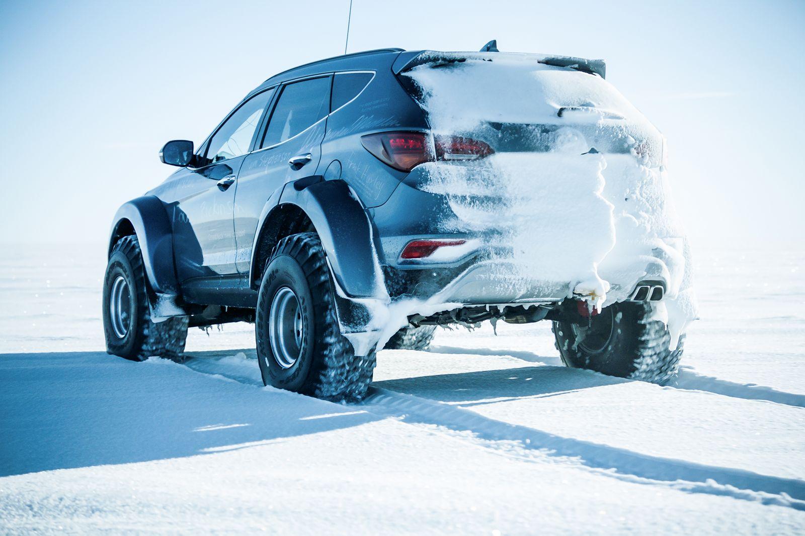 Hyundai-Santa-Fe-Antarctica-11