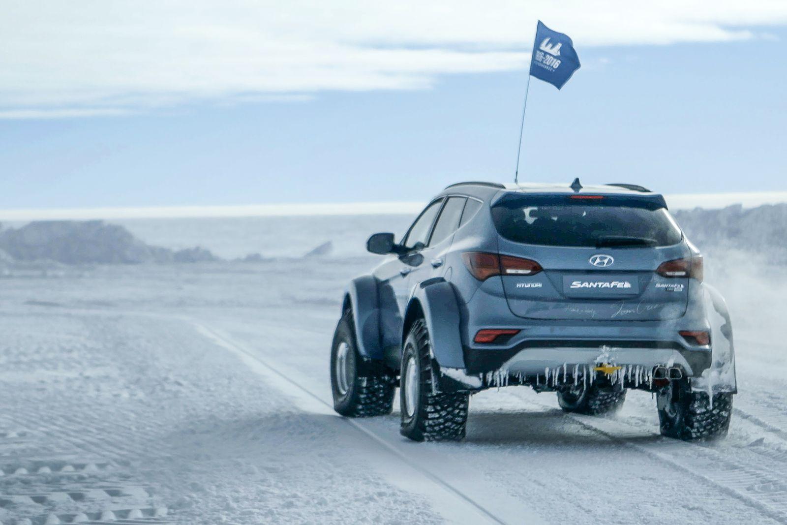 Hyundai-Santa-Fe-Antarctica-3