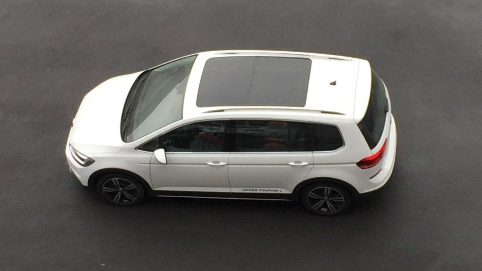 Volkswagen Cross Touran  (2)