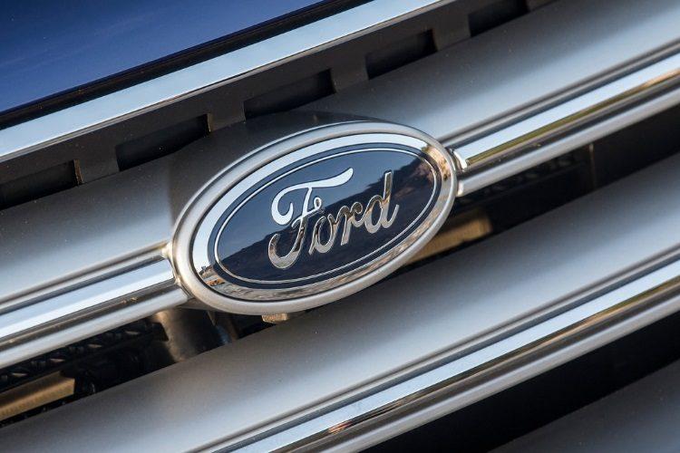Компания Форд готовит выход электрокроссовера ибеспилотного автомобиля