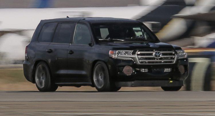 Доработанный вседорожный автомобиль Тойота Land Cruiser побил рекорд скорости