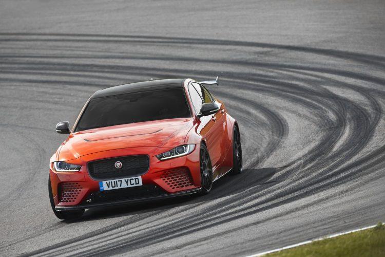 Ягуар представит самый мощнейший седанXE с600-сильным двигателем