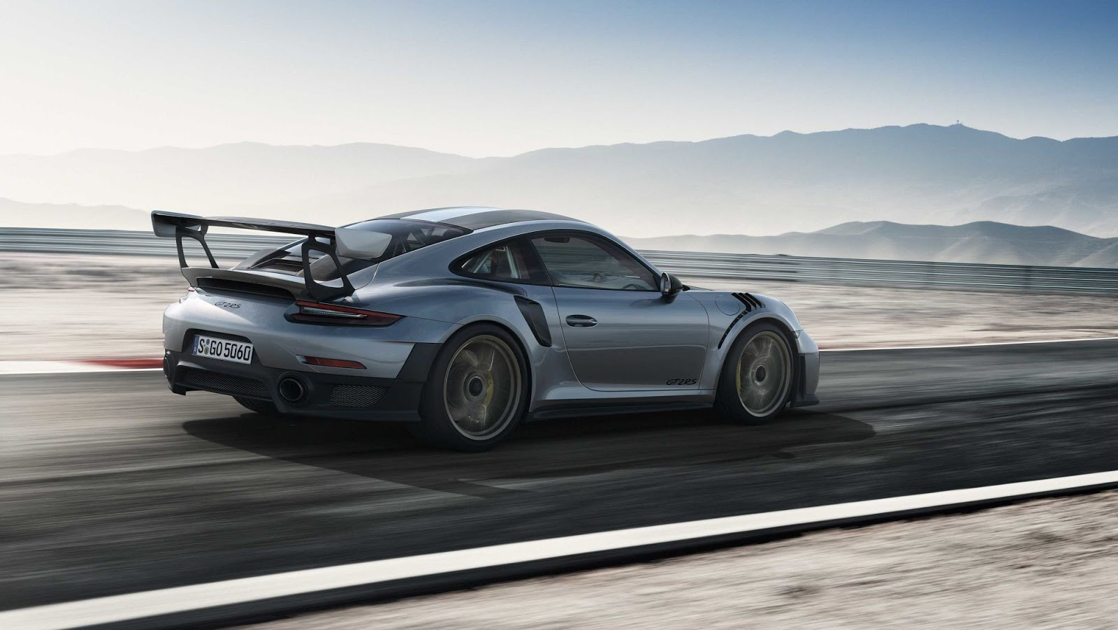 Porsche-911-GT2-RS-4