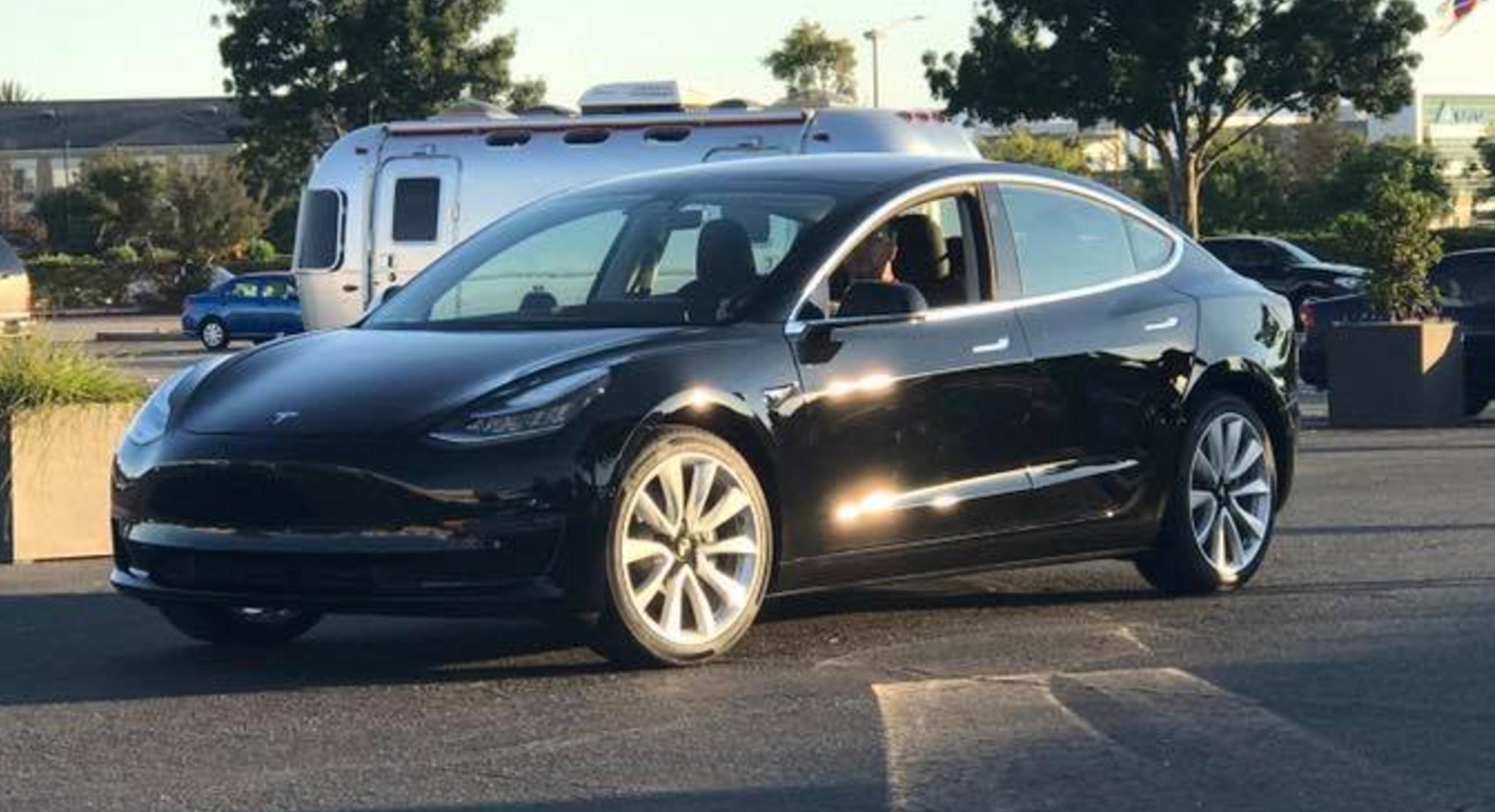 Tesla model 3 интерьер