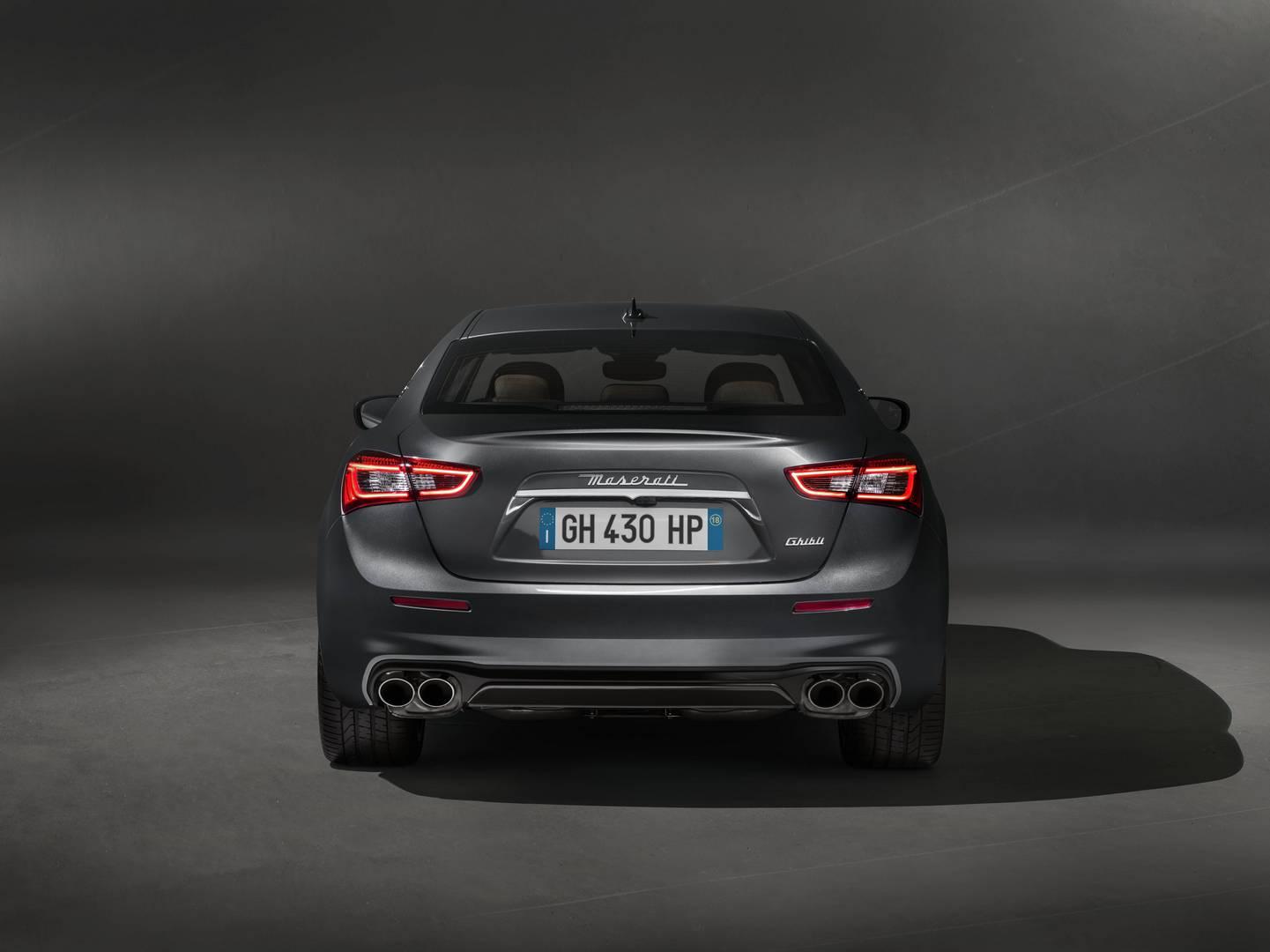 Maserati-Ghibli-GranLusso-3