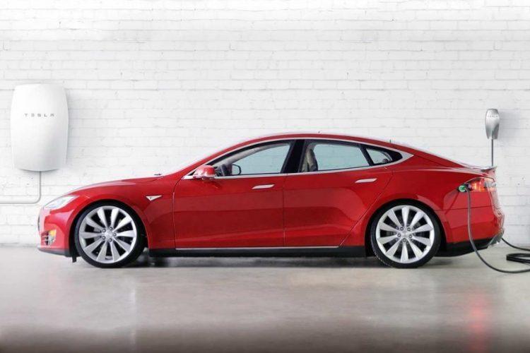 Tesla установит зарядные станции вдомах клиентов