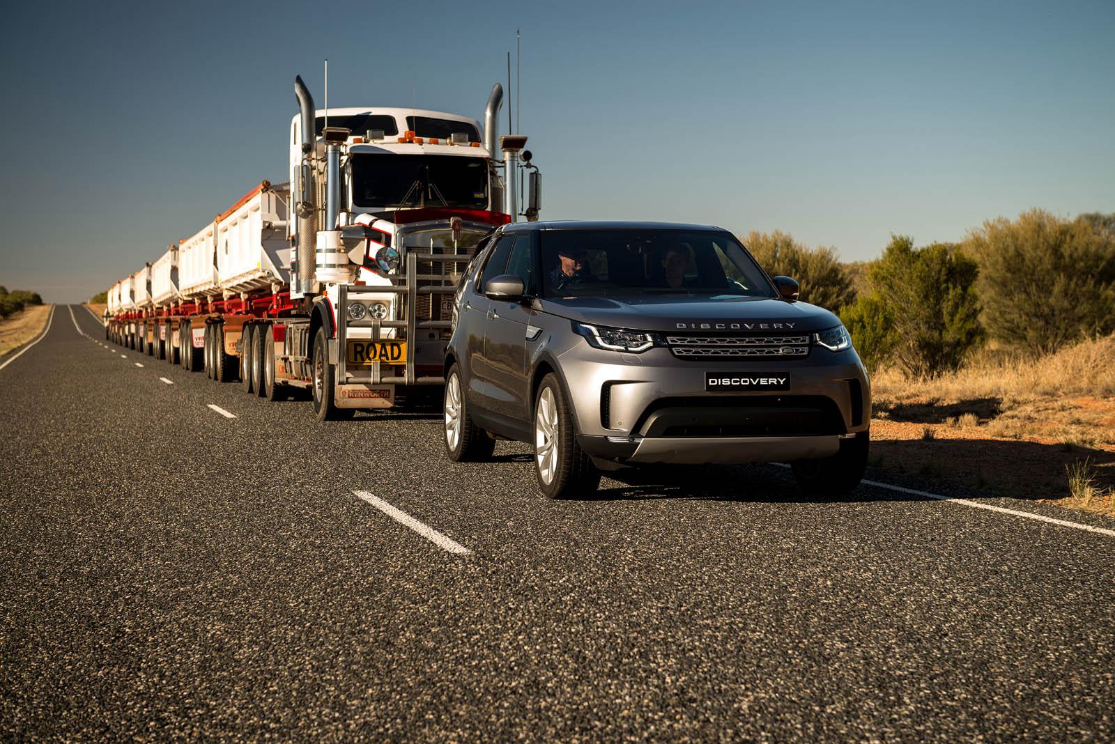 Новый Лэнд-Ровер Discovery сумел утащить 100-метровый автопоезд