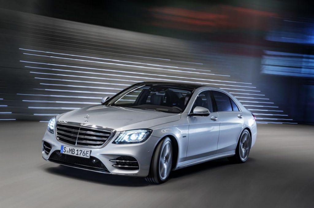 Mercedes-Benz-S560e-3