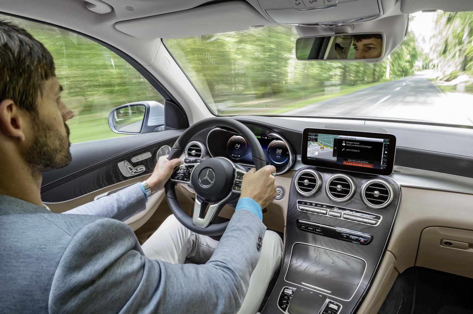 Mercedes-GLC-FCell-21