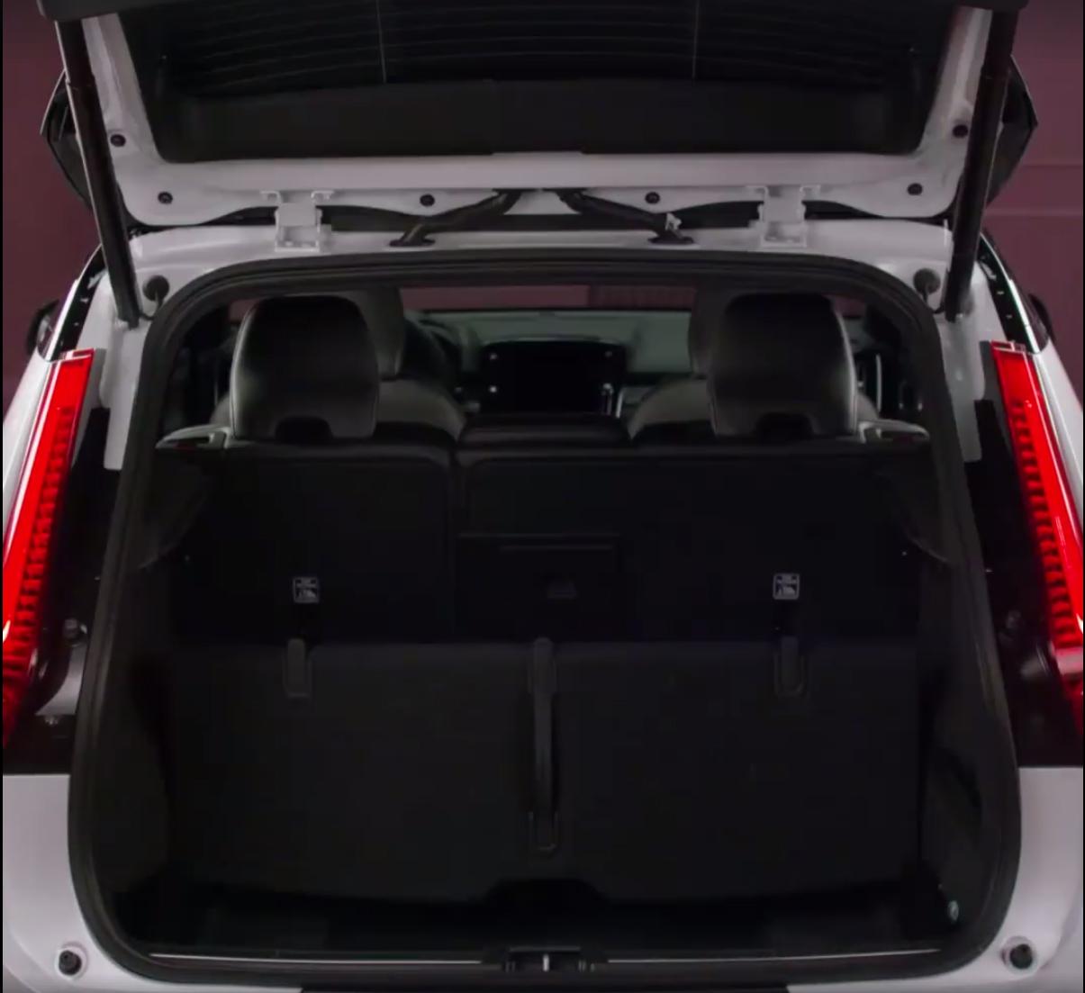 Volvo-XC40-14Carscoops