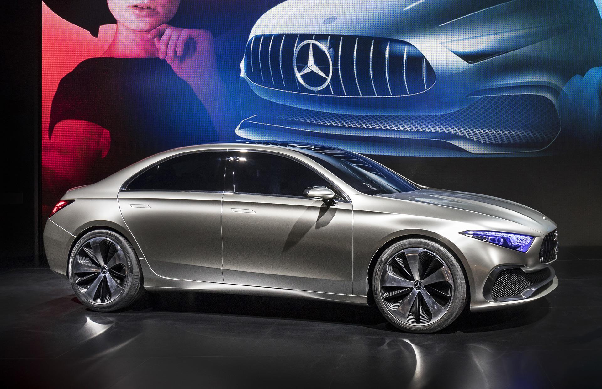 В апреле этого года на Шанхайском автосалоне показали концептуальный седан Mercedes-Benz A-Class, который предварил новую стилистику всего семейства А-класса. Но главным образом он раскрыл облик именно серийной четырехдверки. Презентация в Китае - факт совсем не случайный. Ведь известно, что трехобъемный кузов все еще остается очень популярным в Поднебесной, хотя сейчас уже серьезную конкуренцию ему навязывают кроссоверы. Тем не менее концепция седана работает и в Северной Америке. Кроме того, некоторые прогнозы говорят о возвращении интереса к такому кузову в Европе: при условии, что седан будет компактным и спортивным. Кстати, BMW уже продает в Китае седан 1 Series.