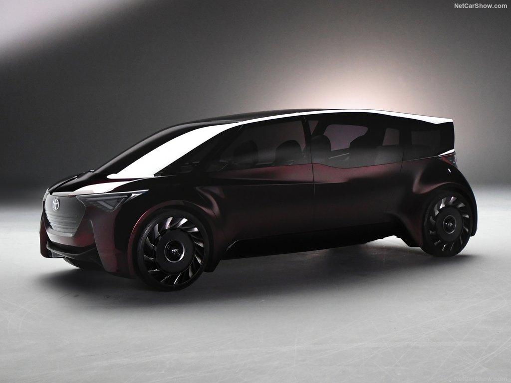Тойота покажет вТокио удобный минивэн
