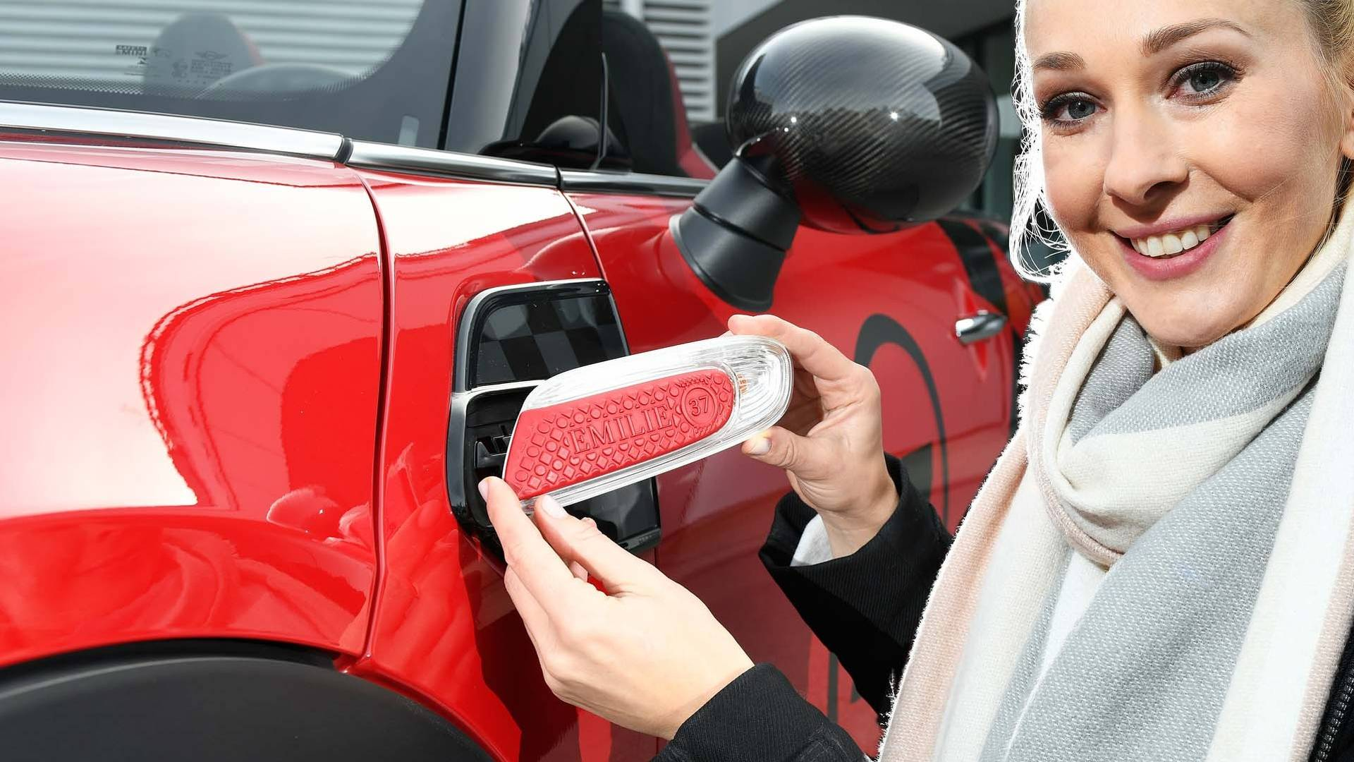 Мини Yours Customized даст возможность собрать автомобиль с особым дизайном