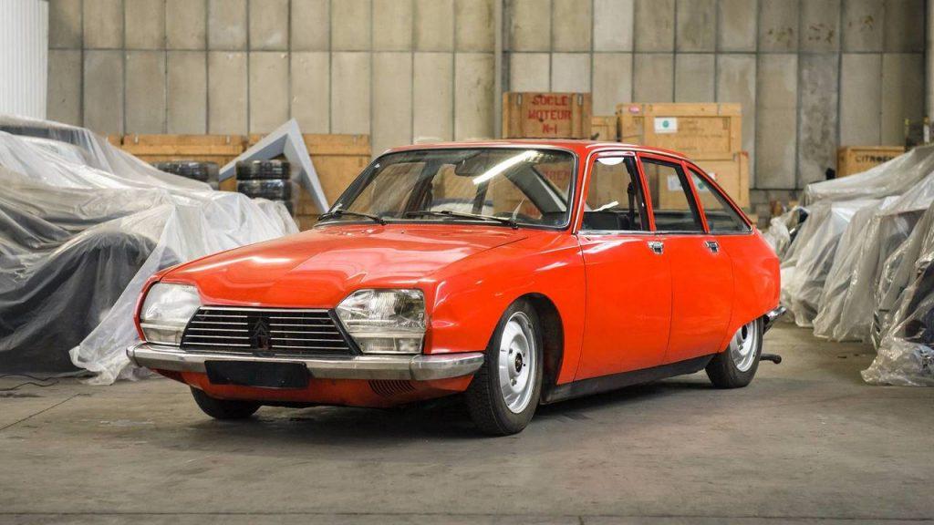 1977 Citroën GSpecial Phase 2 Этот Citroën GS, имеет пробег всего на 2,078 километра, основан на обновленной версии, представленной через семь лет после оригинала. Продано: 12 000 евро.